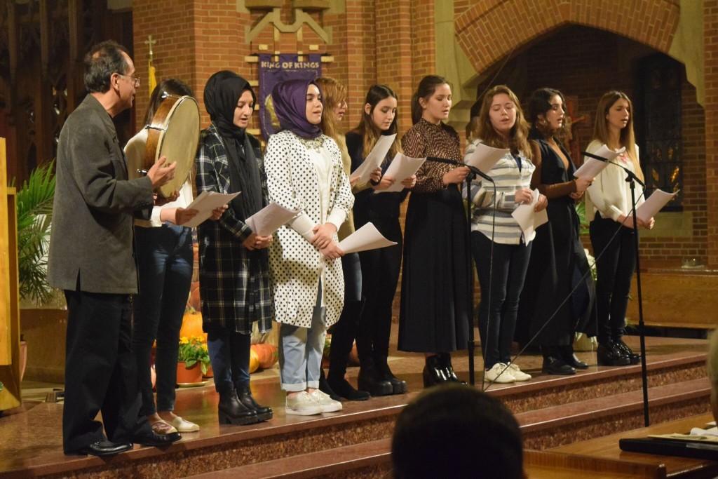 Amity school girls sing2